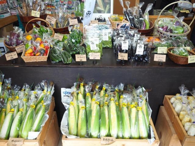 鈴木農場の直売店・伊東種苗店に並べられた郡山ブランド野菜