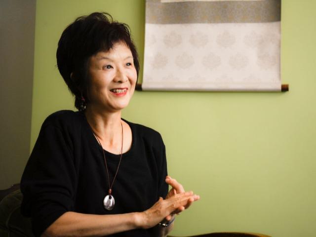 イギリスでノンフィクション・ライターとして活躍する阿部菜穂子さん(撮影:山内ミキ)