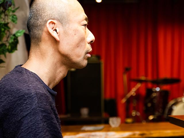 ライブハウス「早稲田リネン」の店長・小村誠治さん