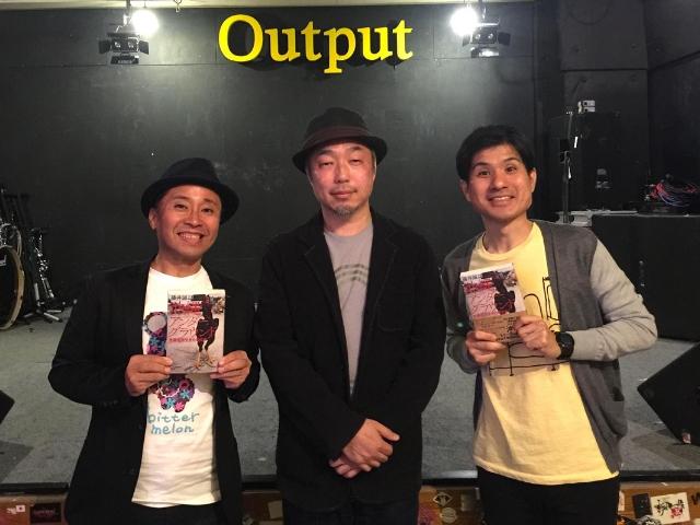 那覇市内のライブハウス「Output」で、2人のお笑い芸人とトークイベント。真ん中が筆者