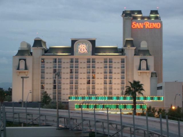 ラスベガスのストリップ(大通り)南端にある ホテル「サン・レモ」(2005 Photo by Masanari Matsui)