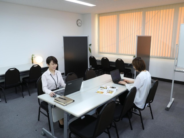 貸会議室を相席するサービス『ひとり会議室』