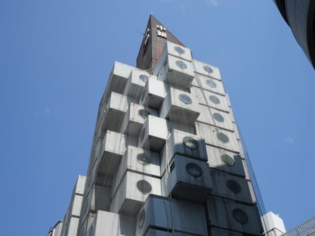 この丸窓のあるカプセル1つ1つが、マンションの住戸になっている