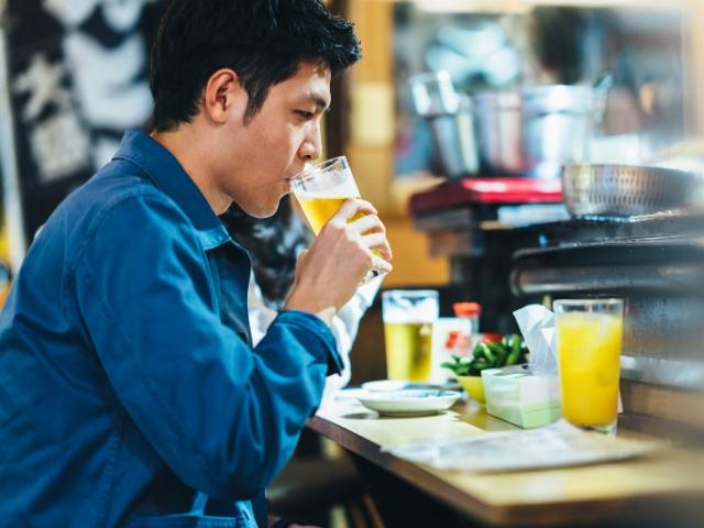 ひとり飲みの楽しみ方とは(Photo by Getty Images)