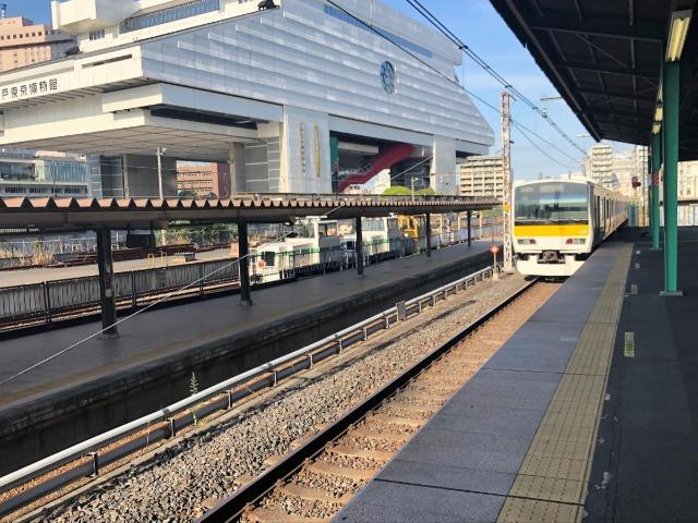 左が普段は使われない両国駅3番線
