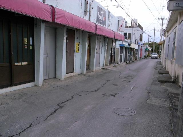 ゴーストタウンと化した2011~12年ぐらいの真栄原新町。