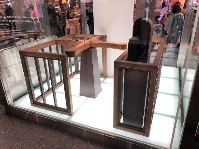 銀座線上野駅のJR上野駅方面改札に展示されているターンスタイルのレプリカ