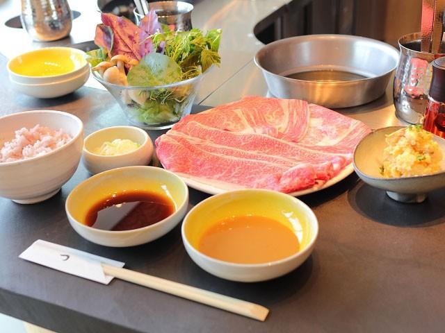 奥の「ひとり鍋」で食べる「しゃぶしゃぶ盛り合わせ」