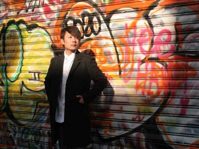 ロックバンド「座・アスタープレイス」のボーカルとして活動する月元香太さん