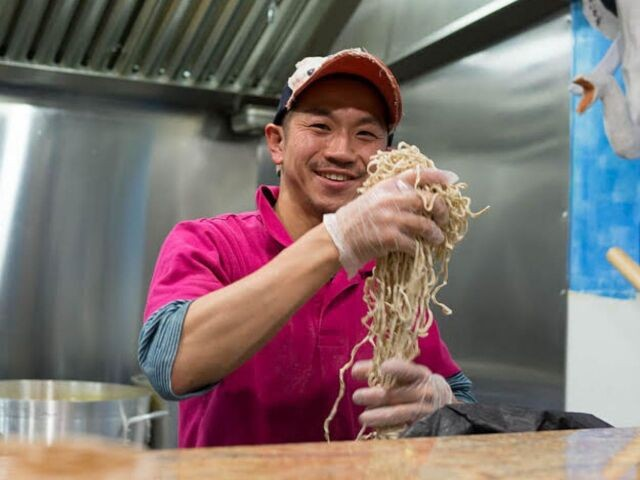 アメリカ・ボストンでラーメン店「Yume Wo Katare」を営む西岡津世志さん