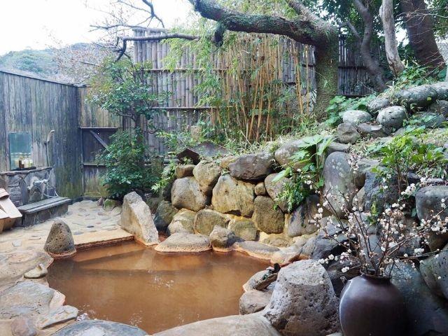 平山旅館の「月の間」の露天風呂