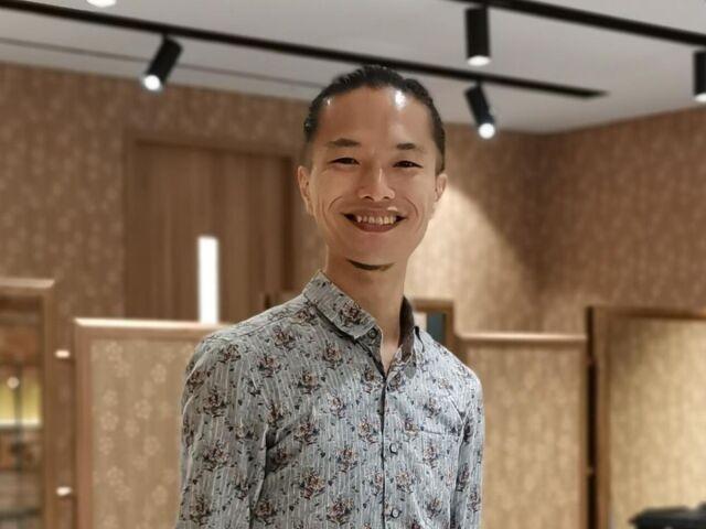 シンガポールで美容師をしている沖一秀さん
