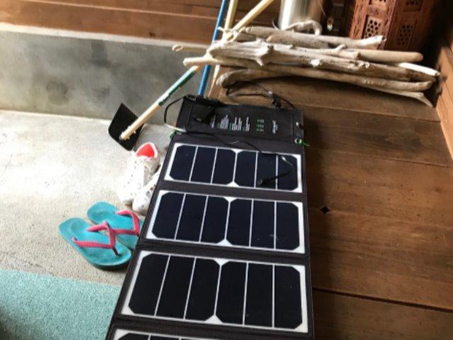 ポータブルのソーラーパネル