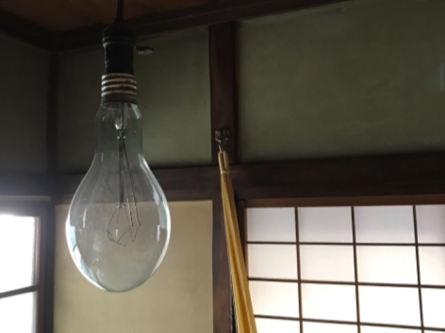 海で拾ってきた電球。「つかないよ。オブジェだよ(笑)」
