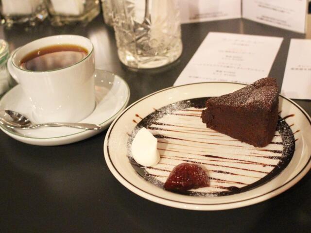 濃厚なのに食べやすいガトーショコラと今月のコーヒー=coffee fragile