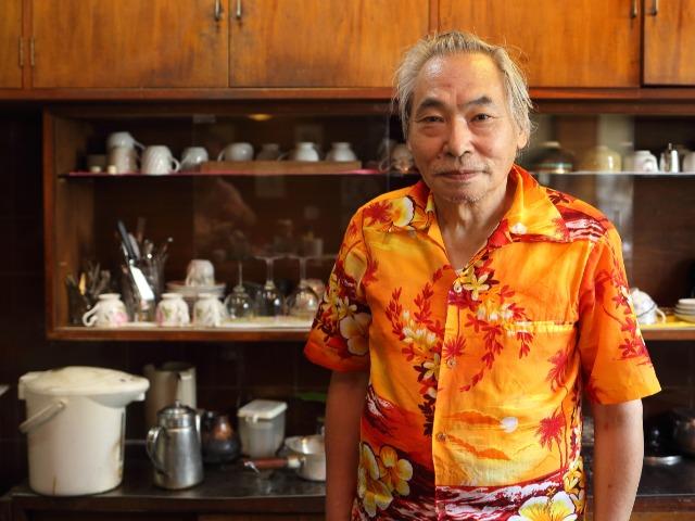 「喫茶サマディ」の気さくな店主・藤原要さん。もとは車のセールスマンだった