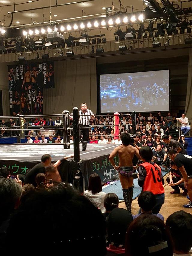 佐々木大輔選手VS遠藤哲哉選手という、DAMNATIONの同門対決が行われた