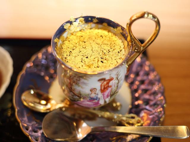 名古屋の喫茶店で味わう「純金箔コーヒー」