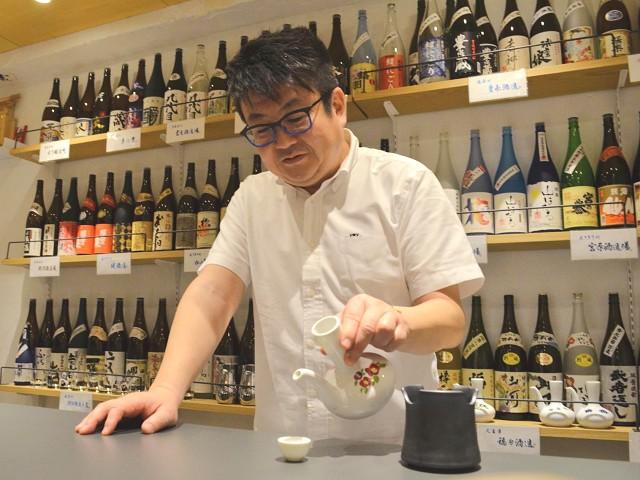 熊本市内でバー「69spirits」を経営する星原克也さん