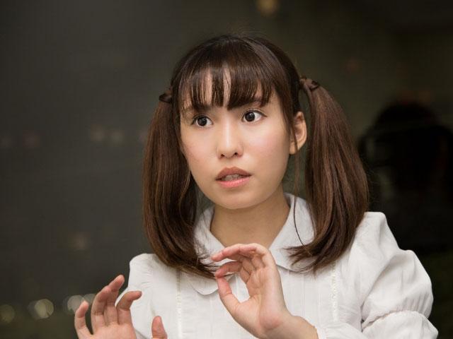 インタビューに答えること春名風花さん