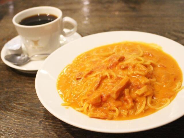 生麺を使ったパスタとドリップ式コーヒー=ル・カフェ・ドゥブルベ