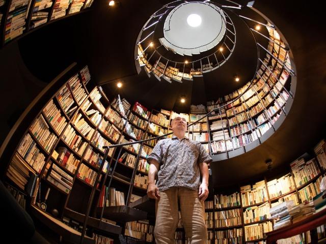 本好きの理想? 社会経済学者・松原隆一郎さんが1万冊収まる書庫を建てたワケ(撮影:萩原美寛)