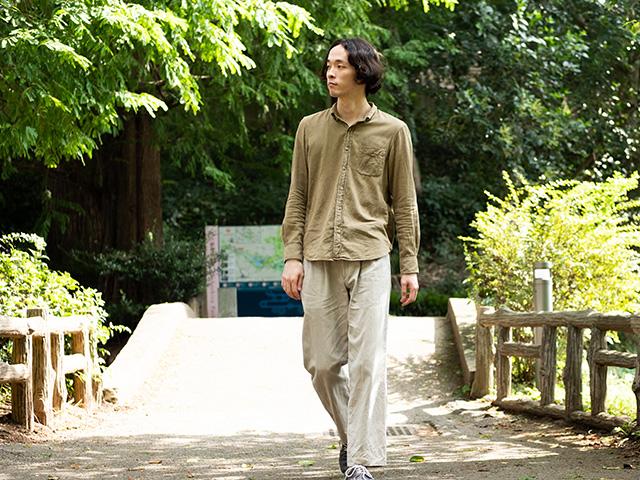 講演を歩く中島雄士さん(撮影:ナカニシキュウ)