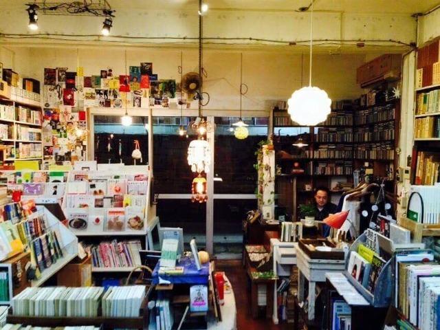 那覇市の若狭通りにある「ちはや書房」