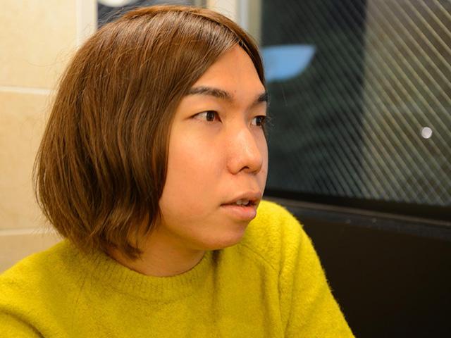 インタビューに答える菊池良さん