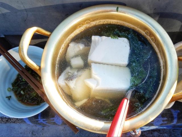 家の屋上で熱燗と湯豆腐を試みる