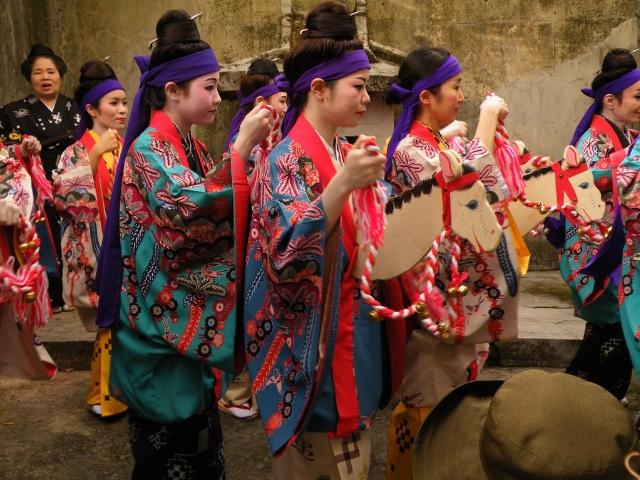 那覇市内の辻地区で催される「尾類(ジュリ)馬祭り」
