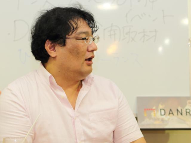 インタビューに答える渋井哲也さん