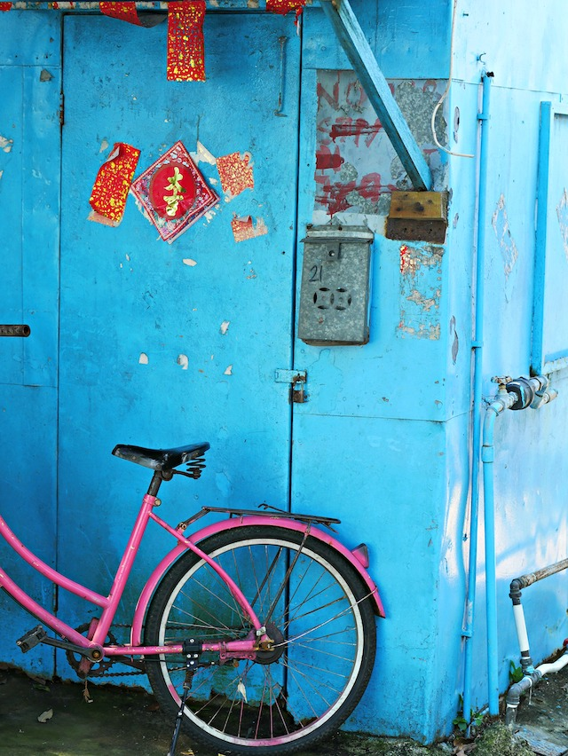 香港の住宅の壁にかかる郵便受け
