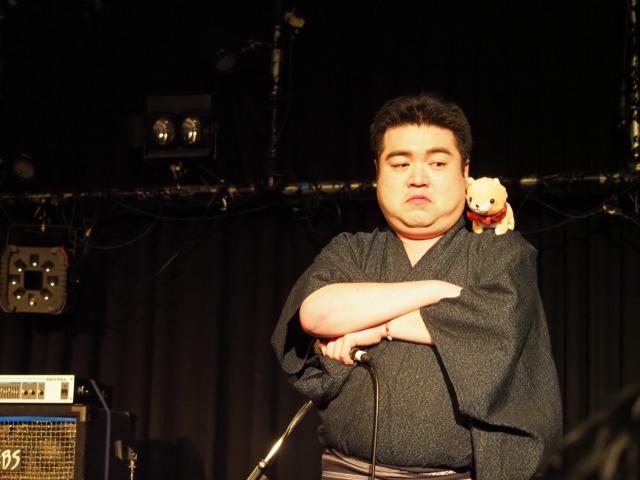玉岡さんはペコ丸と会話をしながらステージを進行させてゆく