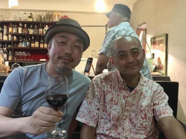 ドキュメンタリー監督の松林要樹さん(左)と筆者