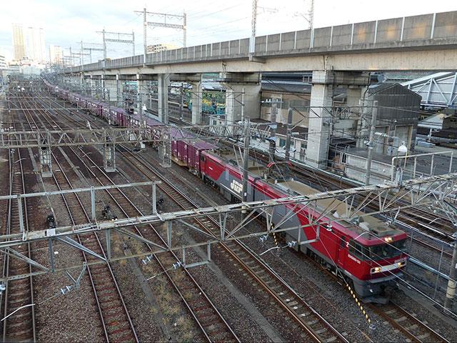 田端を通過する隅田川駅発札幌貨物ターミナル行き貨物列車