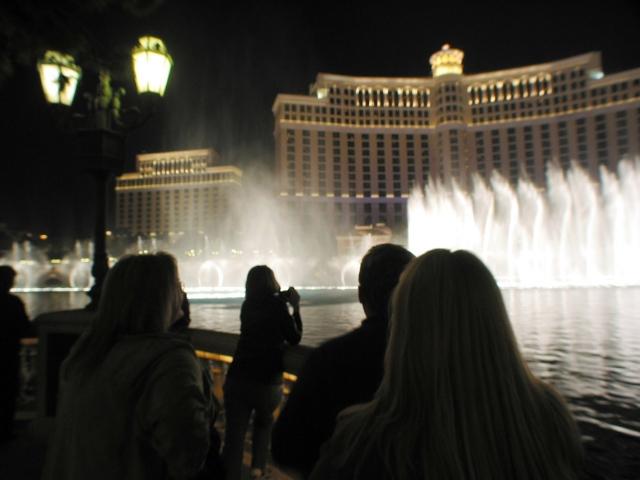 ラスベガスの有名カジノホテル「ベラージオ」の噴水ショー