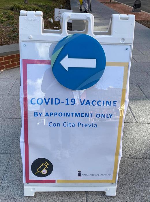 メリーランド大学のワクチン接種会場への案内板