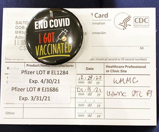 新型コロナウイルスのワクチン接種をしたことを示すバッジ