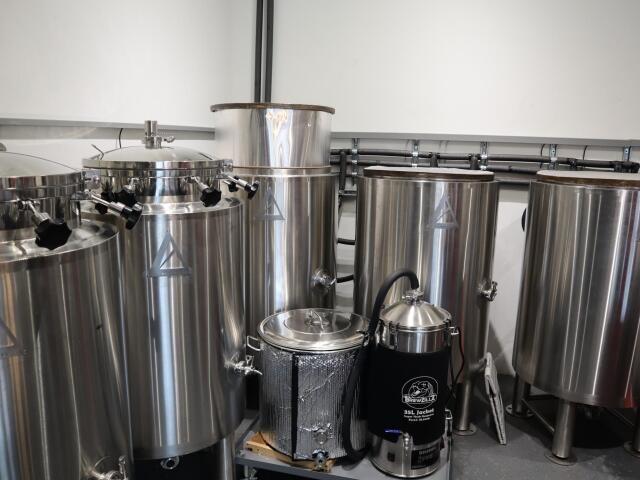 ビール醸造の機材を転用するなど随所に創意工夫を施している