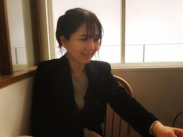 岡城千歳。1990年代、20代前半で米プロ・ピアノレーベル初の専属アーティストとして鮮烈なデビューを飾ったピアニスト。